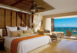 Preferred Club Ocean Front Honeymoon Suite