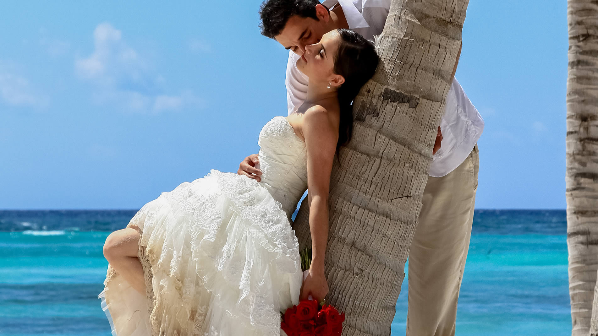 Barceló in Los Cabos offers up to $2000 in added values including a free stay for bride and groom for 2 nights.