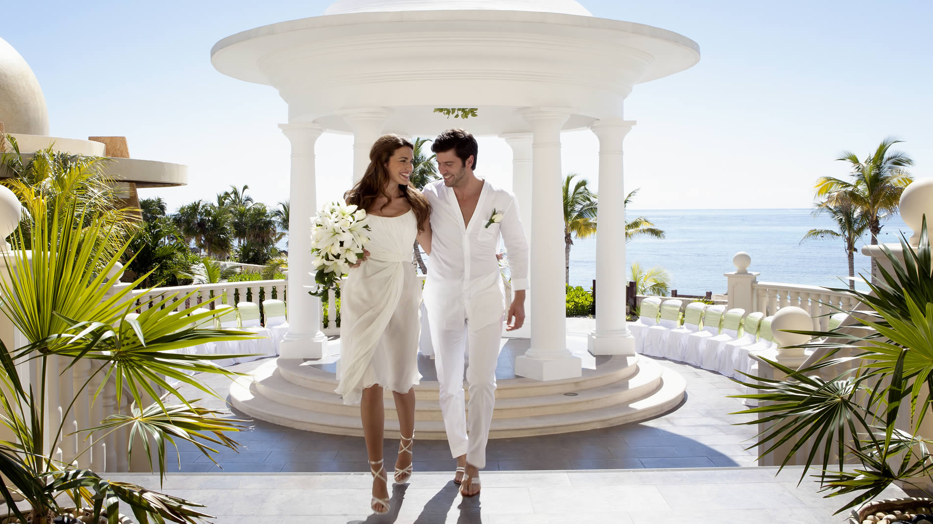 Tie the knot in a stunning destination wedding paradise in Barceló offering 4 wedding packages as well as Catholic, and exotic Indian weddings.