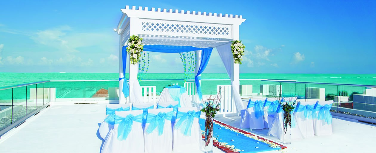 Azul Beach Hotel, By Karisma where you'll find gourmet inclusive wedding events with perfect moments and perfect settings.