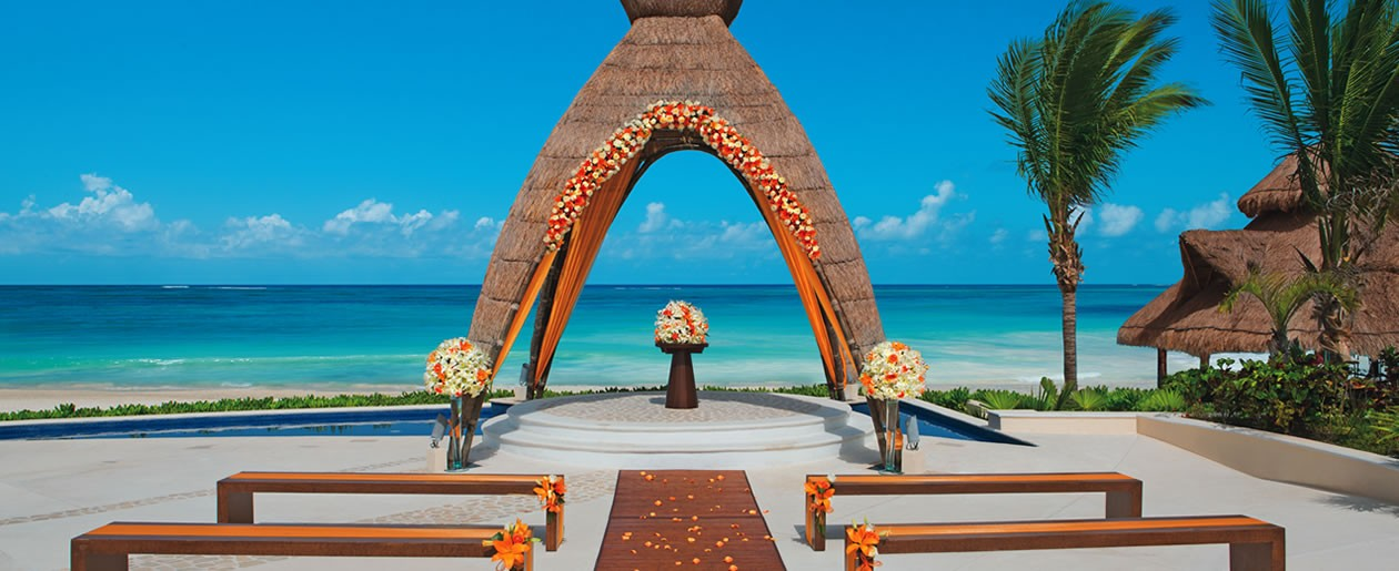 Get married under the gazebo with a perfect view of the turquoise Caribbean Sea during the day.