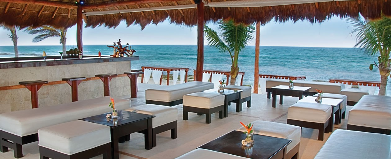 A comfortable and elegant open air bar with Caribbean sea breeze to cool you down.