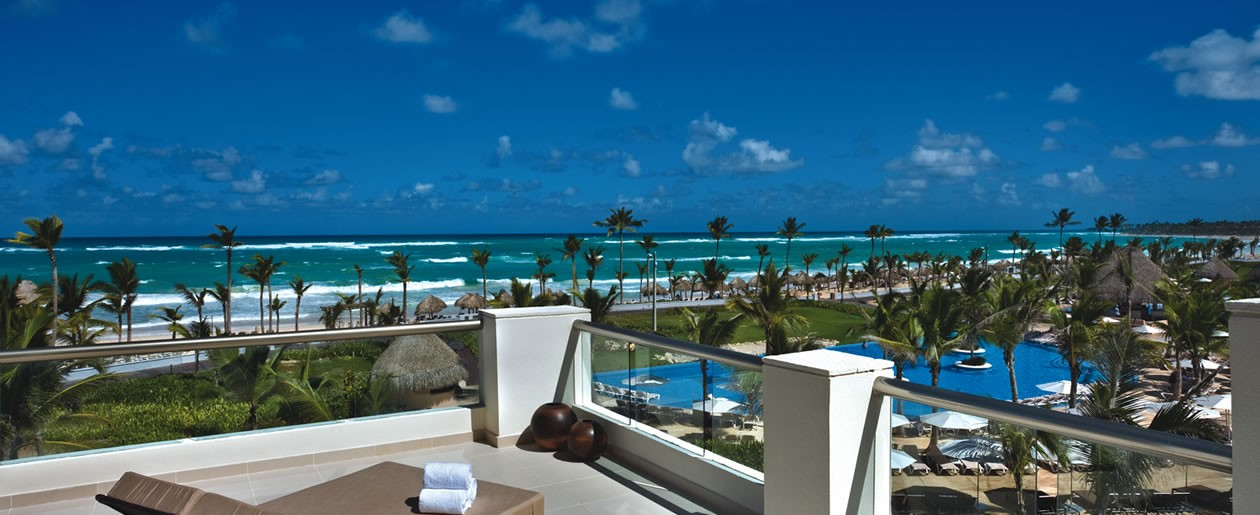 Beautiful infinity pools and one of the largest expansive beaches on the Dominican Republic.