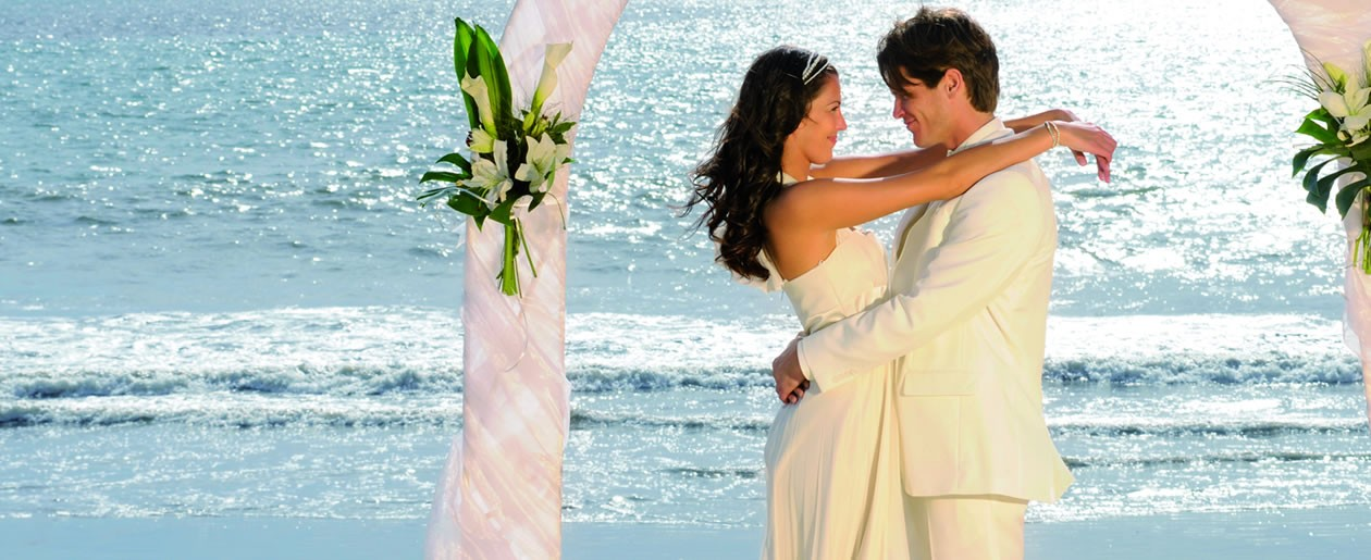 Get married in Riu Palace Vallarta on the beach with beautiful crystal clear ocean water of Banderas Bay as your backdrop.