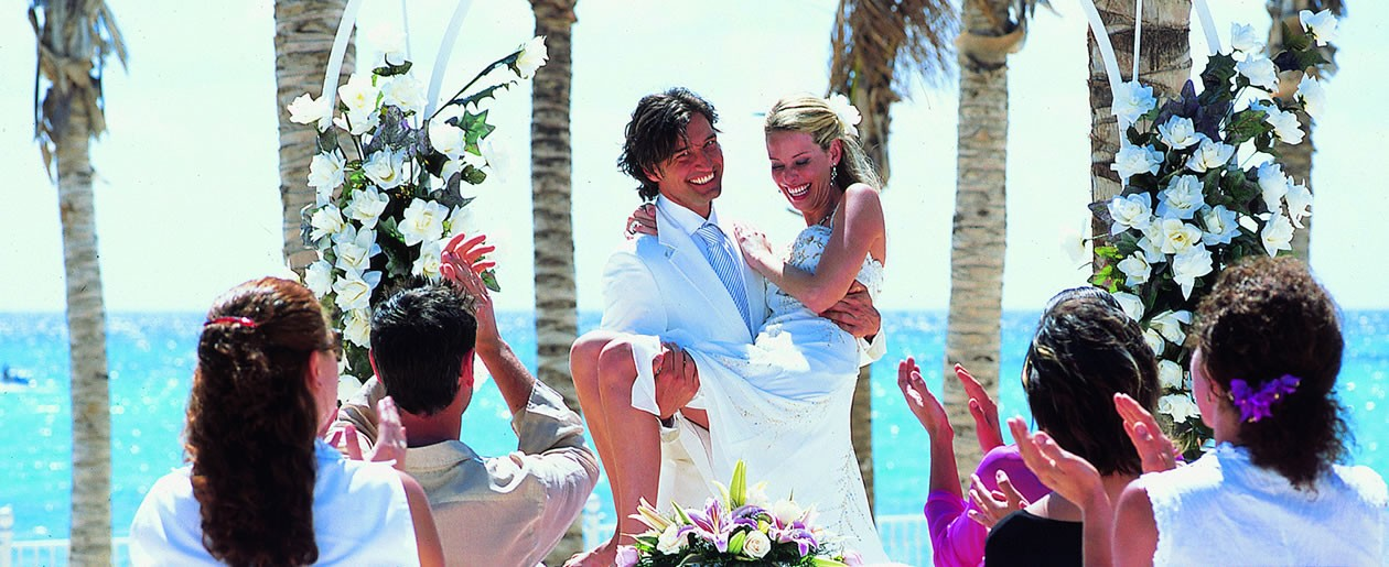 Say I do at the Riu Palace Riviera Maya for your beach destination wedding.