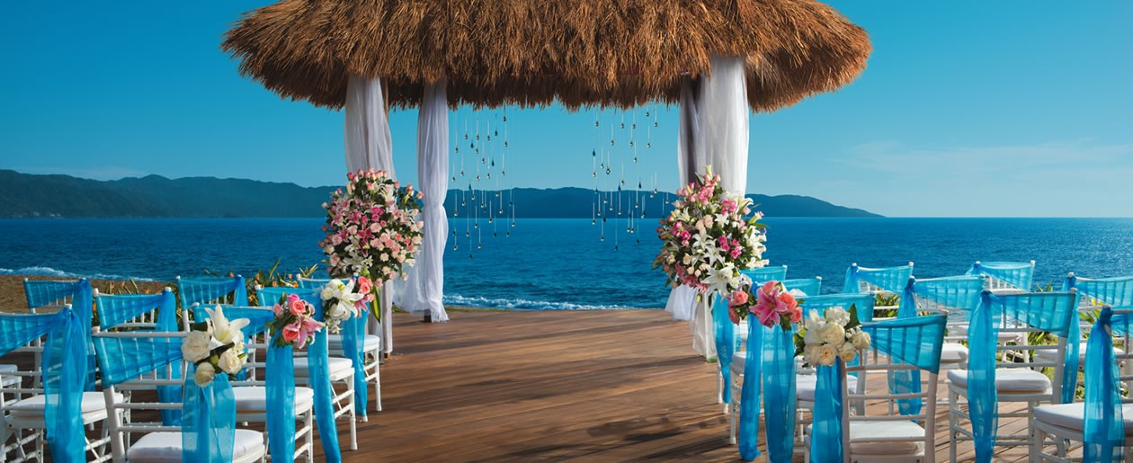 Weddings at Secrets Puerto Vallarta can take place looking out into the picturesque sights of the Bay of Banderas and Sierra Madre Mountains.